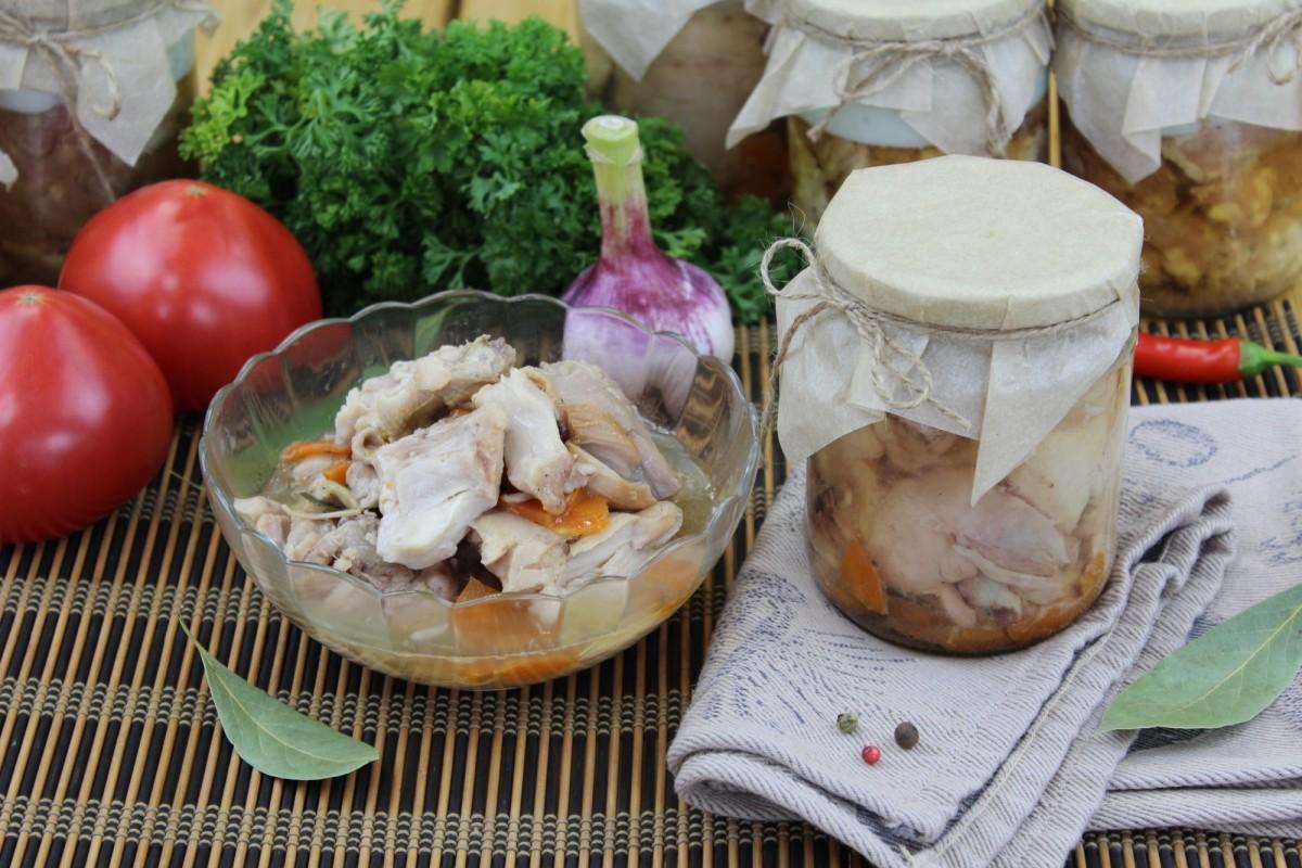 Курица в собственном соку (объём 0,5 литра)